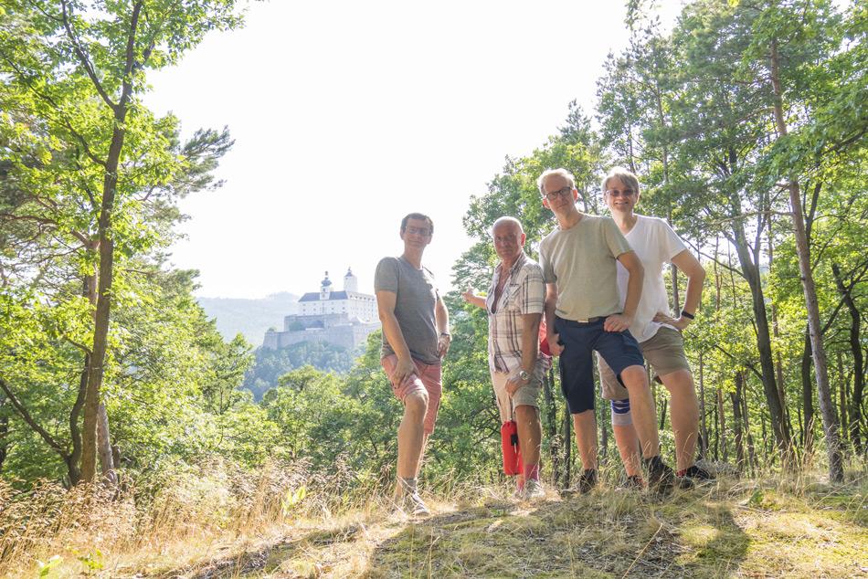 Nordic-Walking-Forchtenstein-mit-Freunden-2015