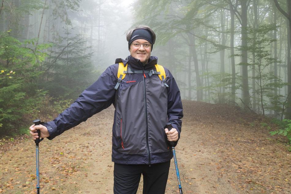 Nordic-Walkig-Nebel-Wald