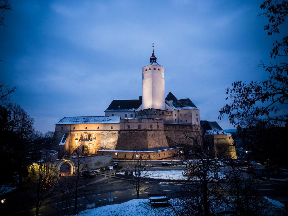 Schnee-November-Burg-Forchtenstein