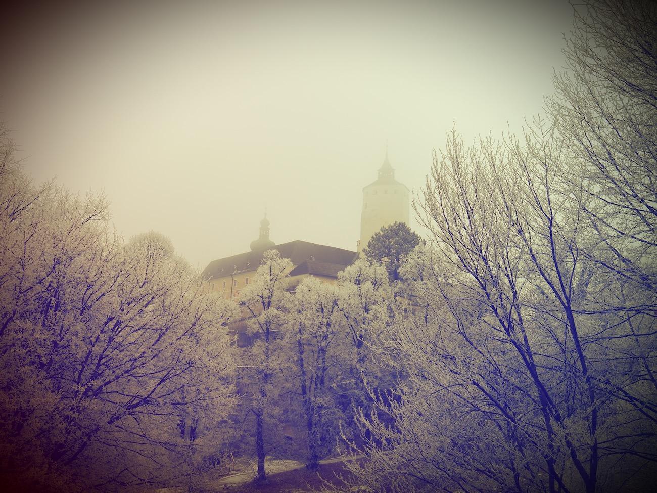Burg-Forchtenstein-im-Nebel-
